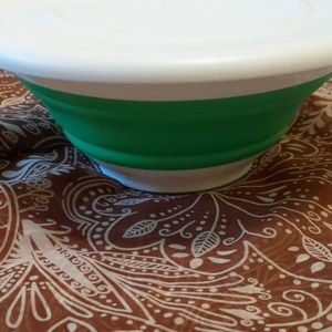 Pampered chef collapsible bowl